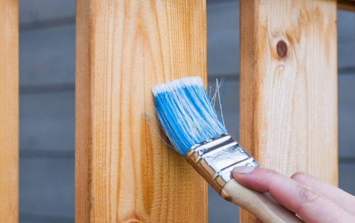 Coating and / or painting a timber surface does require some knowledge, therefore research is mandatory to reach the desired effect. Image: Pixabay