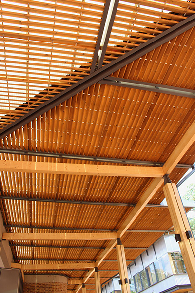 Thermowood solar shades with spruce glue-laminated beams. Image: Lunawood