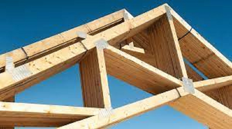 It is the responsibility of everyone involved in designing, making, erecting, and inspecting timber roof trusses to comply with the regulations. Photo by Flickr.com